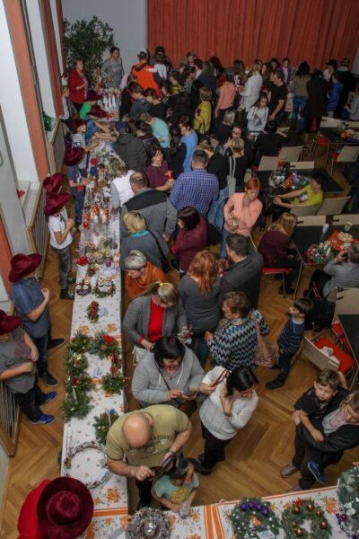 Život v obci - vánoční jarmark v Kulturním domě Hladké Životice